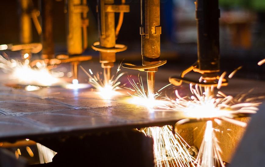 Cięcie strumieniem wody, palnikiem gazowym, plazmą czy laserem... jaką technologię cięcia należy wybrać?